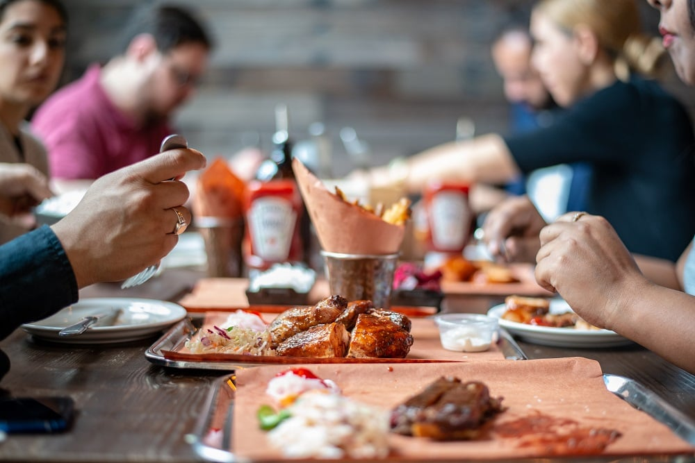 Restaurant Food Service Industry Trends 2019 - Image of customers in the restaurant